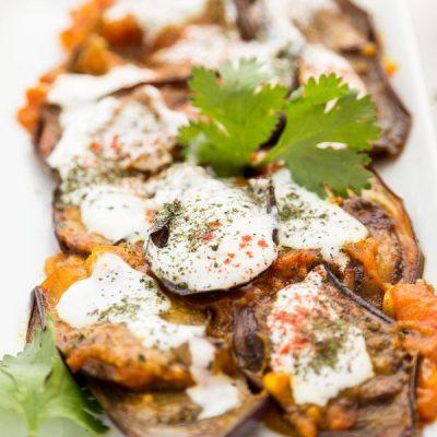 Тушеные баклажаны с чесноком и помидорами - рецепт с фото