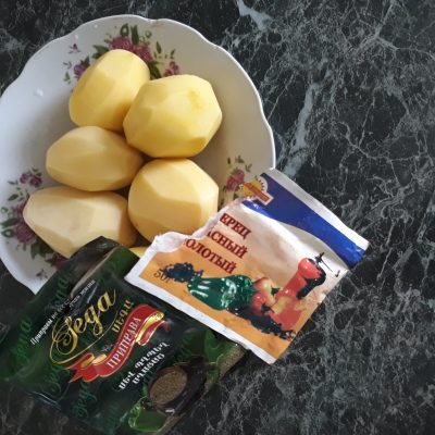 Фото рецепта - Запеченая рыба с картофелем - шаг 2