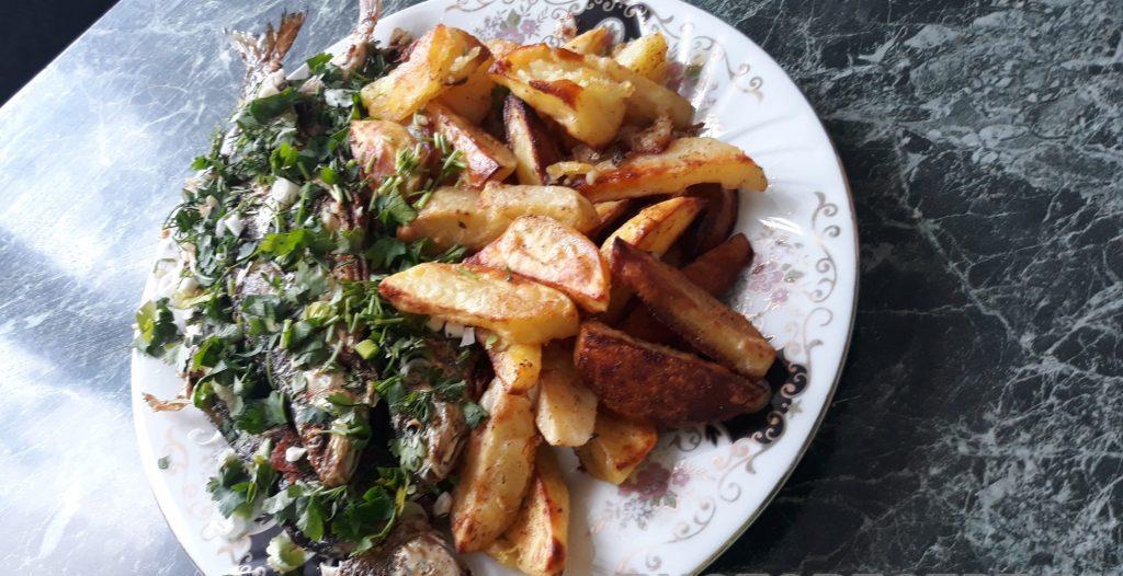 Фото рецепта - Запеченая рыба с картофелем - шаг 4