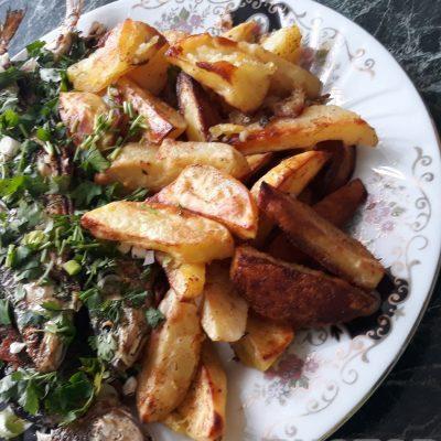 Запеченая рыба с картофелем - рецепт с фото