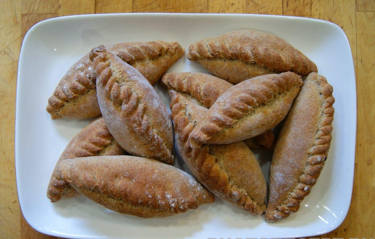 Ржаные диетические пирожки с тмином и мясной начинкой