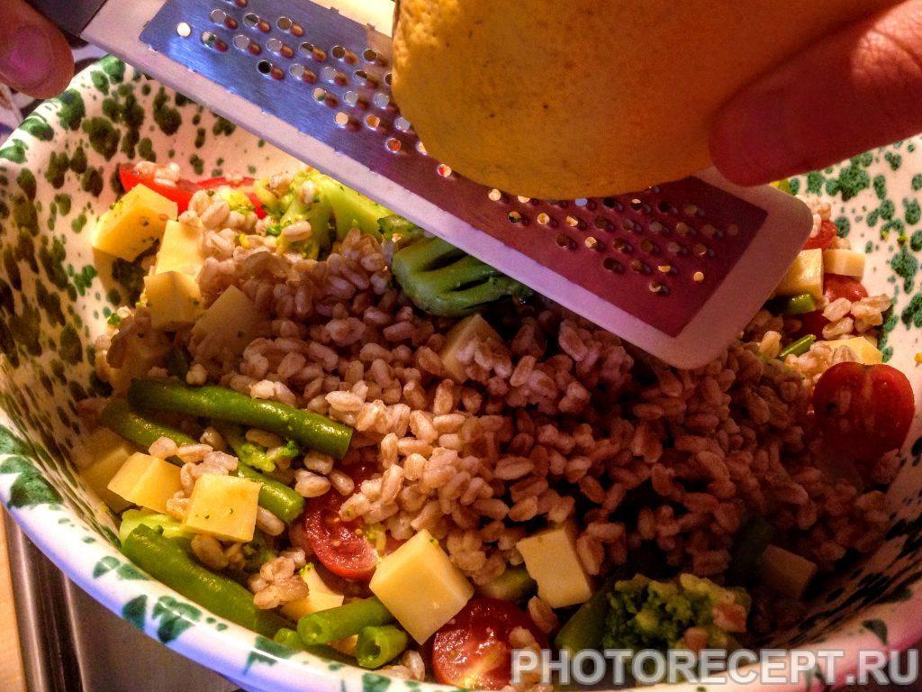 Фото рецепта - Салат из перловки с овощами и сыром - шаг 9
