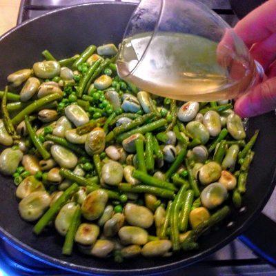 Фото рецепта - Тушеные бобы Фава с горошком и фасолью - шаг 5
