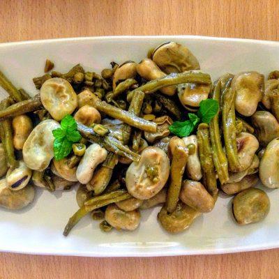 Фото рецепта - Тушеные бобы Фава с горошком и фасолью - шаг 6