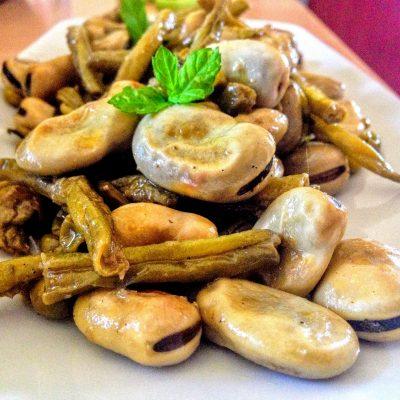 Тушеные бобы Фава с горошком и фасолью - рецепт с фото