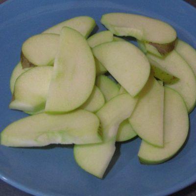 Фото рецепта - Малосольные огурчики со сладким яблоком - шаг 2