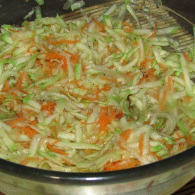 Фото рецепта - Кабачковый торт с томатами - шаг 2