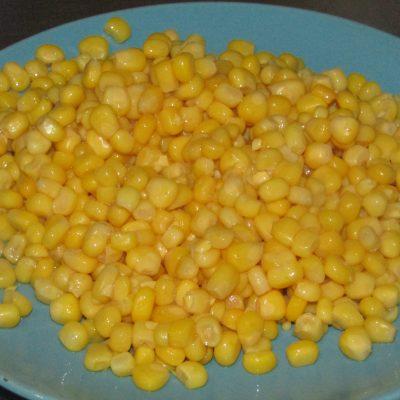 Фото рецепта - Паста с рагу из свинины и консервированной кукурузы - шаг 5
