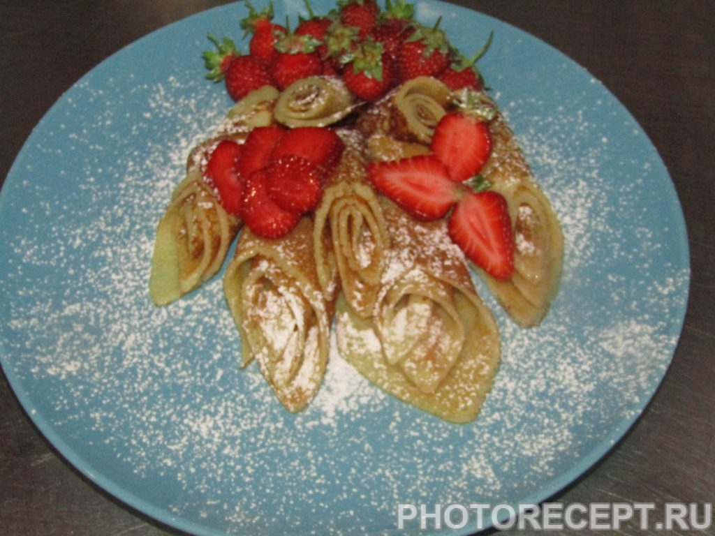 Фото рецепта - Сахарные блинчики с клубникой - шаг 5