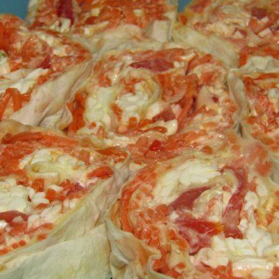 Рулет из лаваша с корейской морковью - рецепт с фото