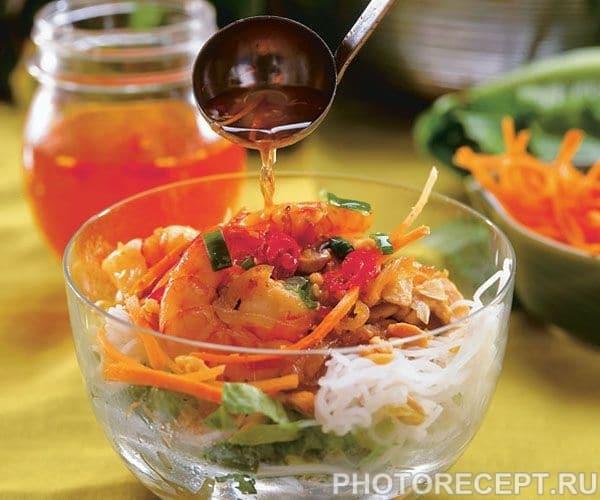 Ароматный салат-коктейль с лемонграссом и креветками