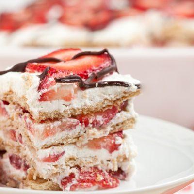 Творожный торт с ягодами без выпечки - рецепт с фото