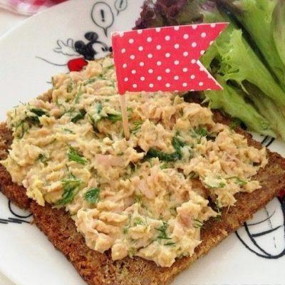 Салат-паштет из морской капусты и консервированной рыбы «Золотая рыбка» - рецепт с фото