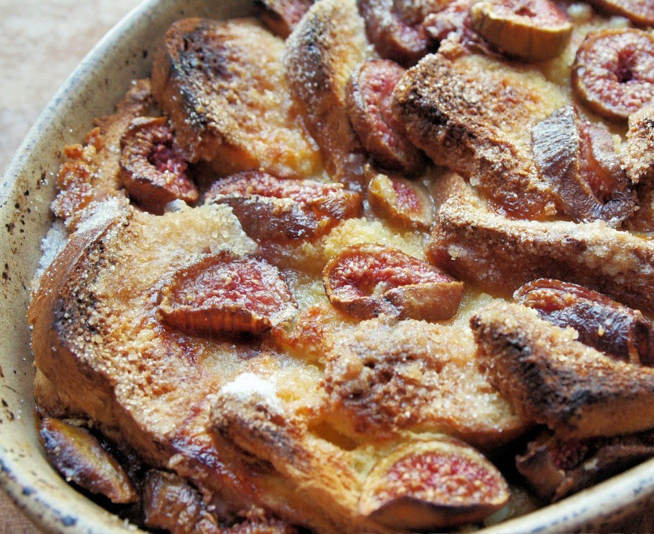 Хлебный пудинг с медом и инжиром