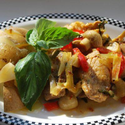 Нежная тушеная говядина с овощами в пакете для запекания - рецепт с фото