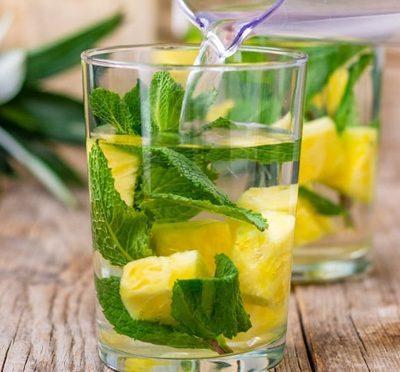 Напиток на основе ананаса и мяты - рецепт с фото