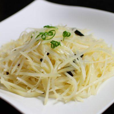 Острый корейский салат из картофеля - рецепт с фото