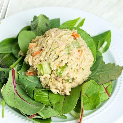 Острый салат с тунцом - рецепт с фото