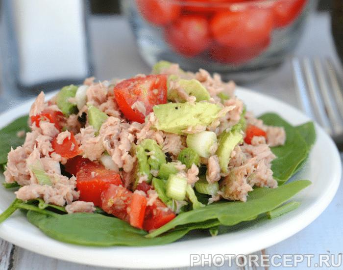 Легкий салат из тунца консервированного