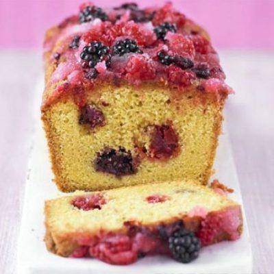 Пышный кекс с летними садовыми ягодами - рецепт с фото
