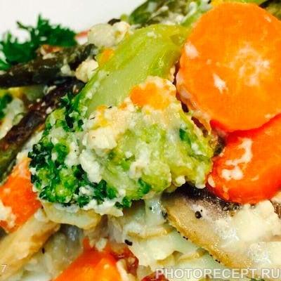 Рыбный салат с овощами под сырным соусом - рецепт с фото