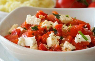 Салат низкокалорийный с фетой и запеченным перцем - рецепт с фото
