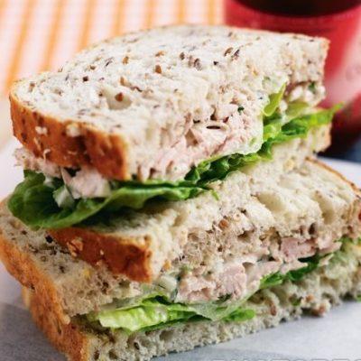Сэндвич с салатом из тунца - рецепт с фото
