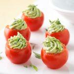 Фаршированные помидоры с авокадо и сыром
