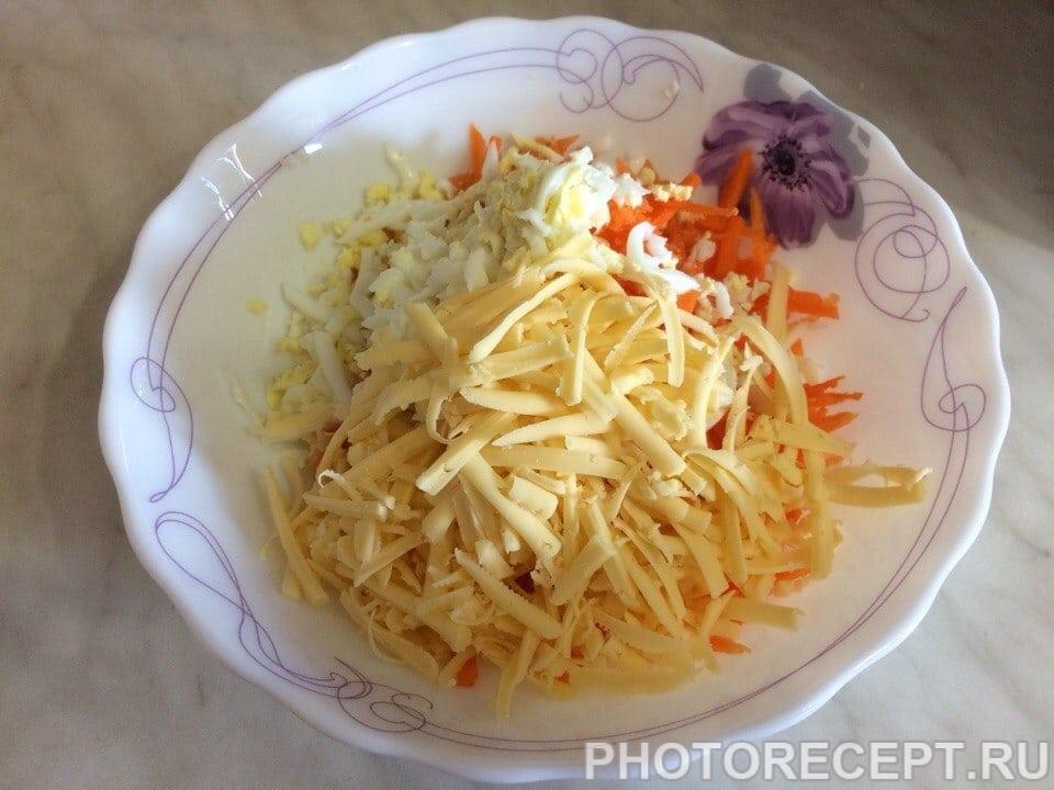 Фото рецепта - Салат из моркови с яйцом и сыром - шаг 3