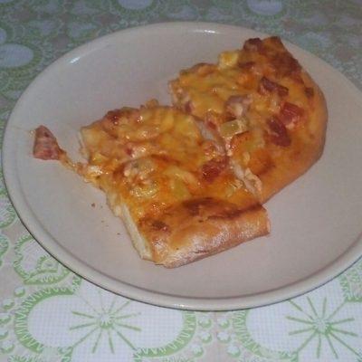 Фото рецепта - Домашняя пицца с овощами и колбаской - шаг 5
