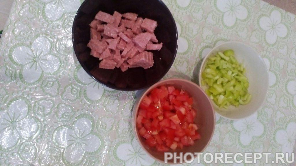 Фото рецепта - Домашняя пицца с овощами и колбаской - шаг 1