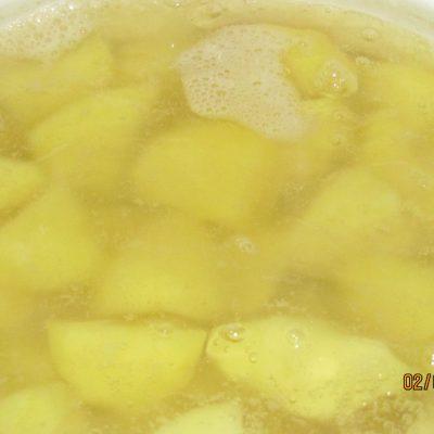 Фото рецепта - Пирожки с копченостями и картошкой - шаг 1