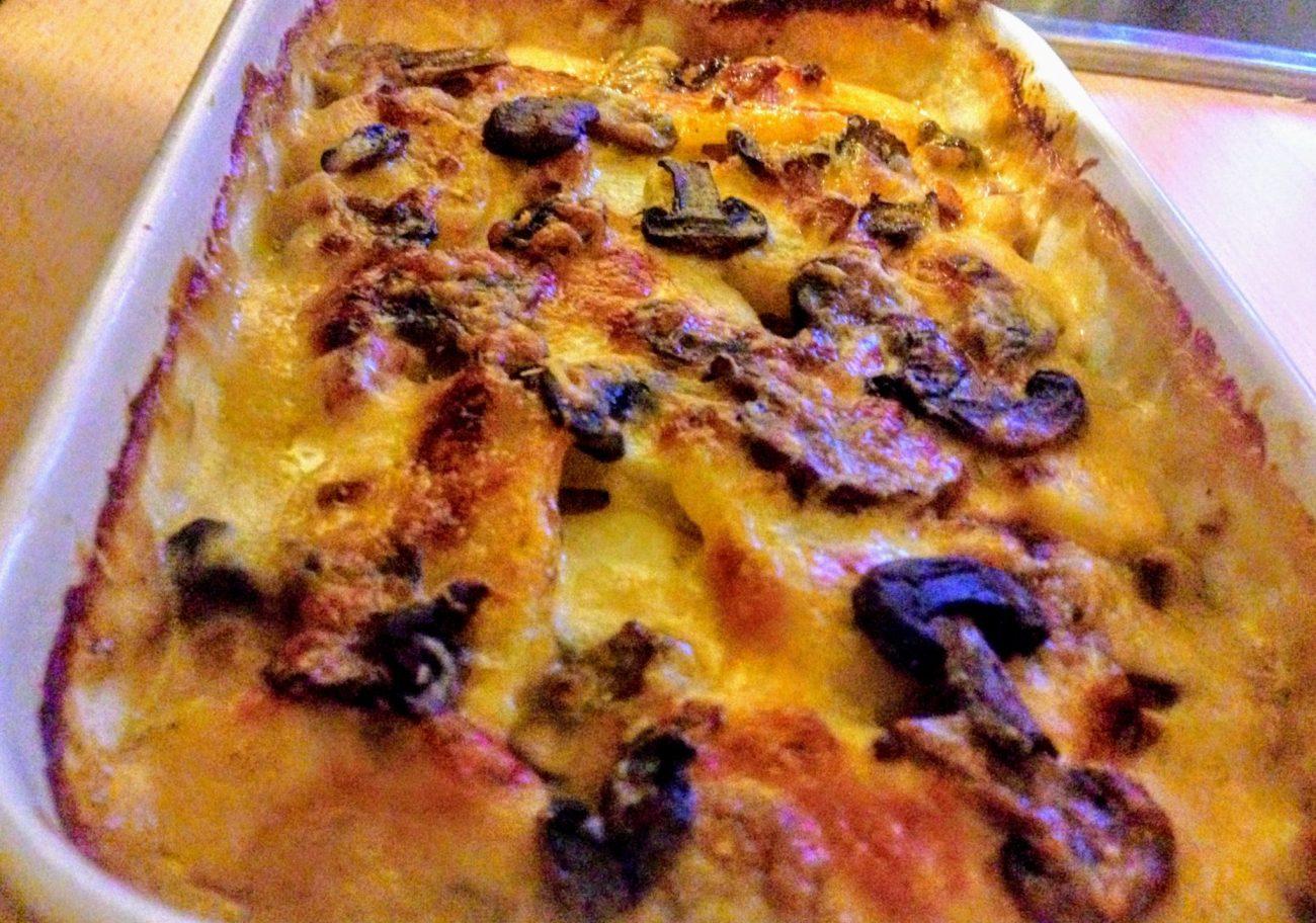 Картофельная запеканка с грибами и соусом Бешамель