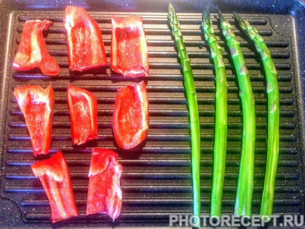 Фото рецепта - Цукини со спаржей и сладким перцем на гриле - шаг 3