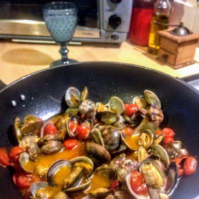Фото рецепта - Паста с ракушками и томатами вонголе - шаг 8