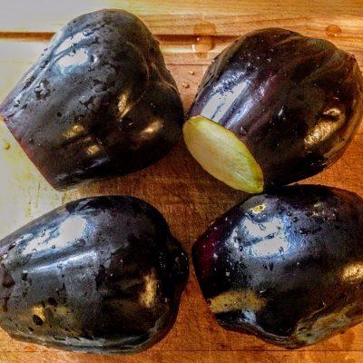 Фото рецепта - Фаршированные баклажаны с сыром по-сицилийски - шаг 1