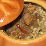 Перловая каша с мясным соусом и вялеными томатами