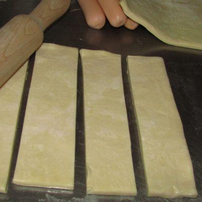 Фото рецепта - Мини сосиски в тесте с кетчупом - шаг 2