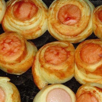 Фото рецепта - Мини сосиски в тесте с кетчупом - шаг 5