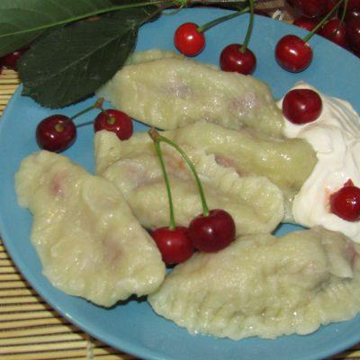 Вареники сахарные с вишней - рецепт с фото