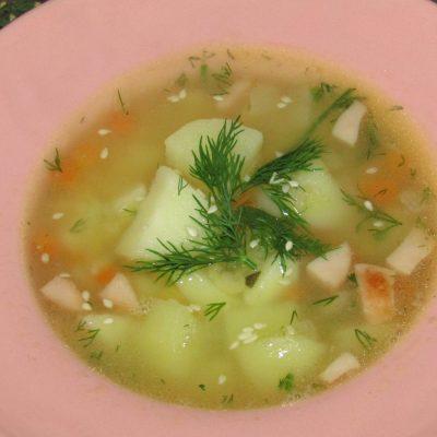 Фото рецепта - Гороховый суп с копчеными сосисками - шаг 6