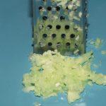 Фото рецепта - Морковный салат с чесноком - шаг 2
