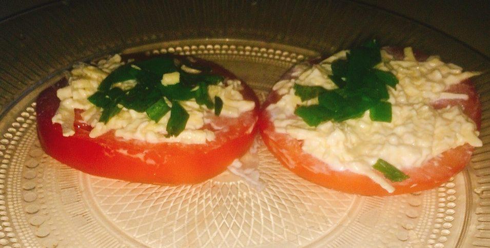 Закуска на помидорах с сыром