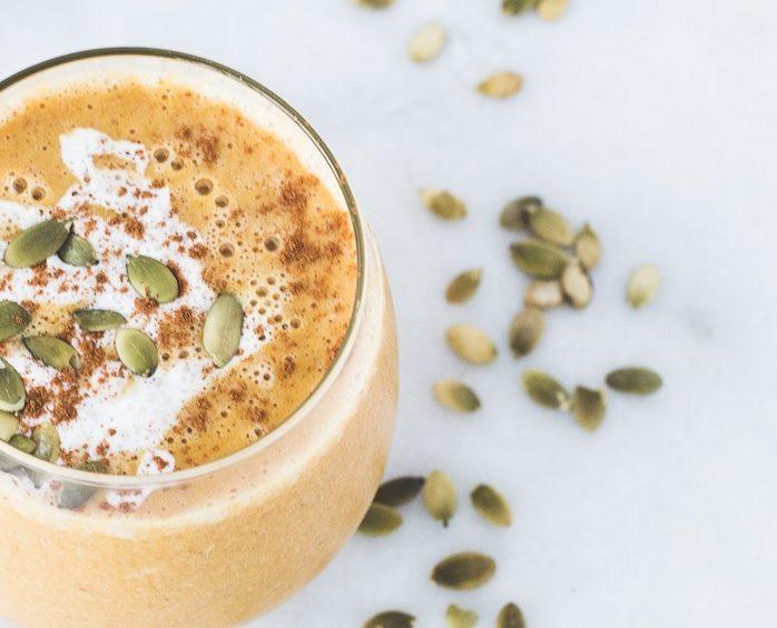 Десерт из абрикосово-тыквенного пюре в стакане