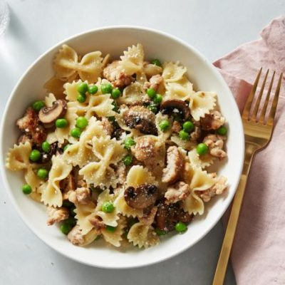 Фарфалле с горошком, индейкой и грибами - рецепт с фото