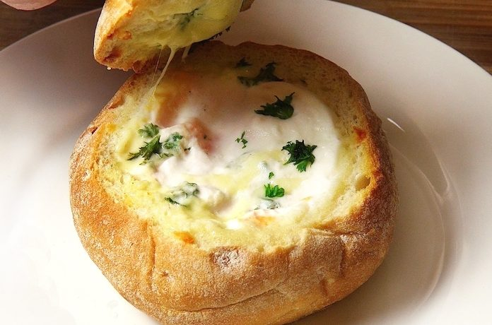 Фаршированные булочки с картофелем, яйцом и сыром
