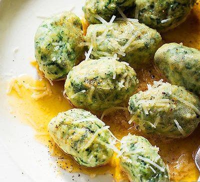 Гноччи с шпинатом в сырно-винном соусе - рецепт с фото