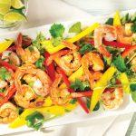 Изысканный сочный салат из креветок и манго