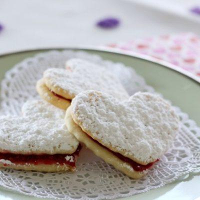Кокосовое печенье с начинкой из ягодного желе - рецепт с фото