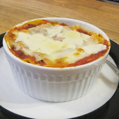 Лазанья с соусом бешамель в гювече (глиняном горшке) - рецепт с фото